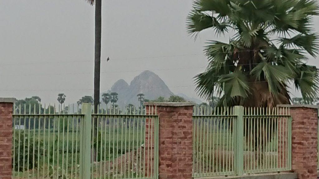 仏陀の修行していた山の写真